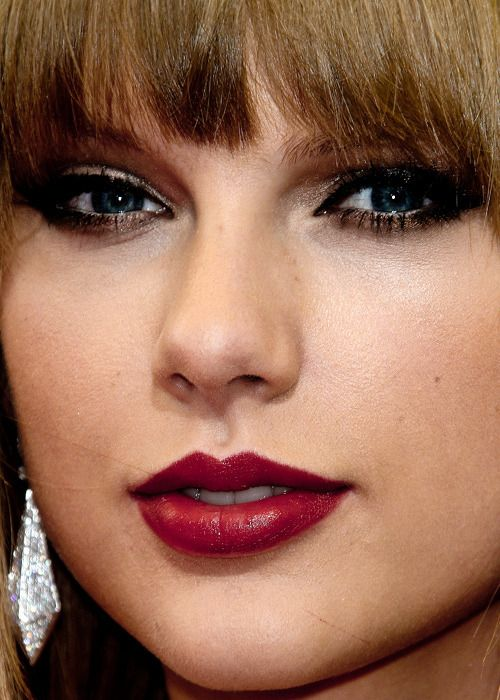 Taylor Swift Biography - Age, Height, Boyfriend, Family - Taylor Swift